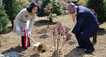 須賀川牡丹園で記念植樹